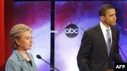 Hillary Clinton dhe Barack Obama gjatë debatit televiziv, 16 prill 2008.