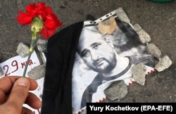A picture of Babchenko with a flower placed next to it as a tribute is seen on the bridge in Moscow where Russian opposition leader Boris Nemtsov was gunned down in 2015.