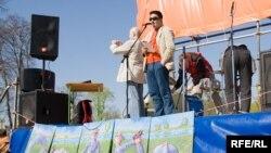 Сергей Давидис выступает на митинге