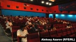 """Показ фильма """"Узелки памяти"""". Алматы, 22 августа 2012 года."""