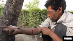 Iran – A man injects drug (addict) in a Tehran park, 16Jun2010