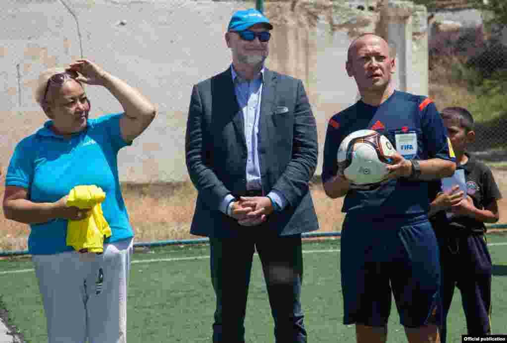 Оюнга Эл аралык Футбол федерациясынын (FIFA) судьясы Бахадыр Кочкаров калыстык кылды.