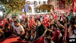 Соңку кол салуулар түркиялык улутчулдардын ПККга каршы маанайын күчөттү. Стамбулдагы демонстрация, 9-сентябрь, 2015-жыл.