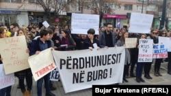 Protestë në Prishtinë më 2019 pas raportimeve të një rasti të dhunës seksuale.