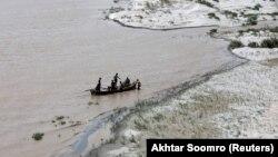Річка Інд у Пакистані для жителів окремих гірських районів є єдиним шляхом дістатися у промислові міста