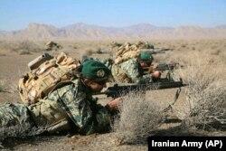 Иранские военнослужащие на учениях