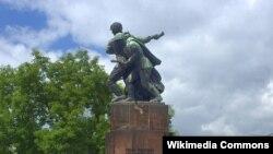 Фрагмент Варшавского памятника братству по оружию с СССР