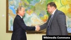 Губернатор Кіровської області Росії Микита Бєлих (П) і російський президент Володимир Путін