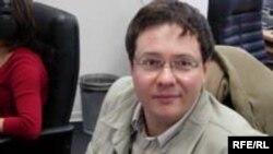 Александр Иличевский на рабочем месте в редакции сайта Svobodanews (Радио Свобода)