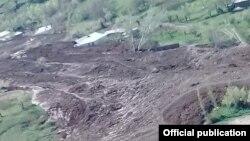 Сход оползня в Узгенском районе Ошской области Кыргызстана.