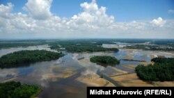 Semberija: Uništeno hiljade hektara zasijane zemlje, fotogalerija Midhata Poturovića
