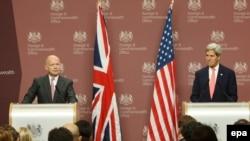 Жон Керри жана британ тышкы иштер министри Уильям Хейг. Лондон, 9-сентябрь, 2013-жыл.