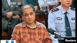 Кадр видеозаписи судебного процесса над Ильхамом Тохти, Урумчи, 17-18 сентября 2014 года.