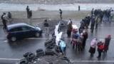 Kyrgyzstan -- Supporters of deputy Ahmatbek Keldibekov blocked the road Osh-Irkeshtam, 27May2014