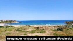 """Плаж """"Нестинарка"""" и дюните зад него. Снимка: Асоциация на парковете в България"""