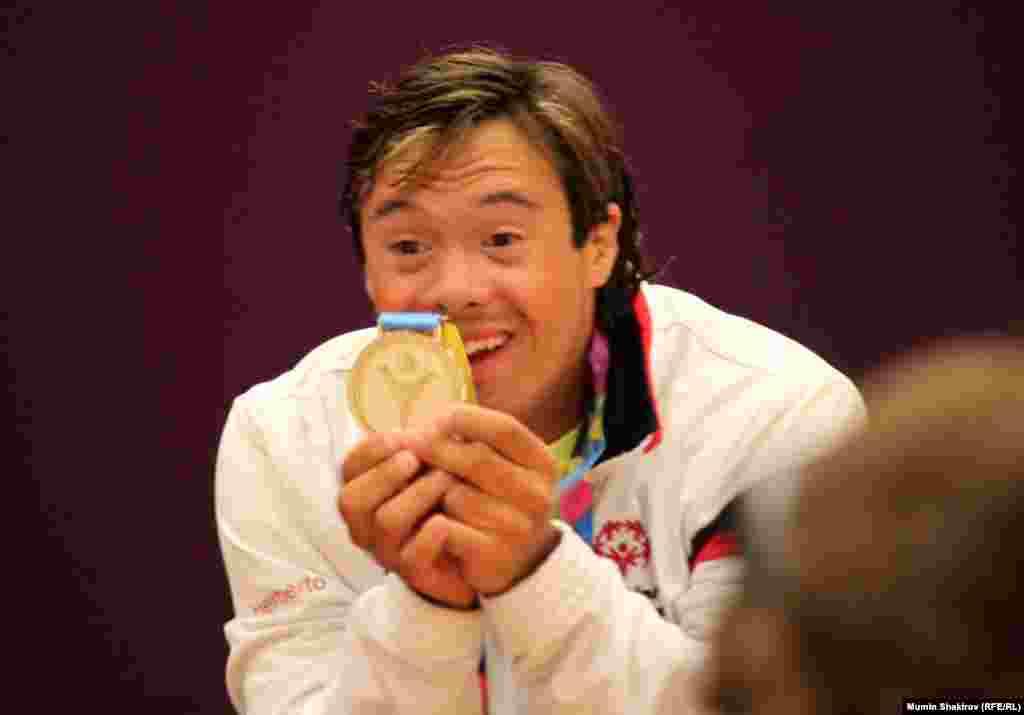 Золотой медалист Спецолимпиады по плаванию из Пуэрто-Рико