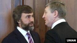 Вадим Новинський (л) та Рінат Ахметов (п), червень 2011 року