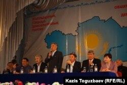 Сопредседатель Общенациональной социал-демократической партии Жармахан Туякбай открыл предвыборный съезд партии. Алматы, 26 ноября 2011 года.