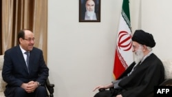 Верховный лидер Ирана аятолла Али Хаменеи (справа) проводит переговоры с премьер-министром Ирака Нури аль-Малики. Тегеран, 5 декабря 2013 года.