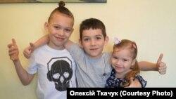 Остап, Устим і Христина – діти Олексія Ткачука