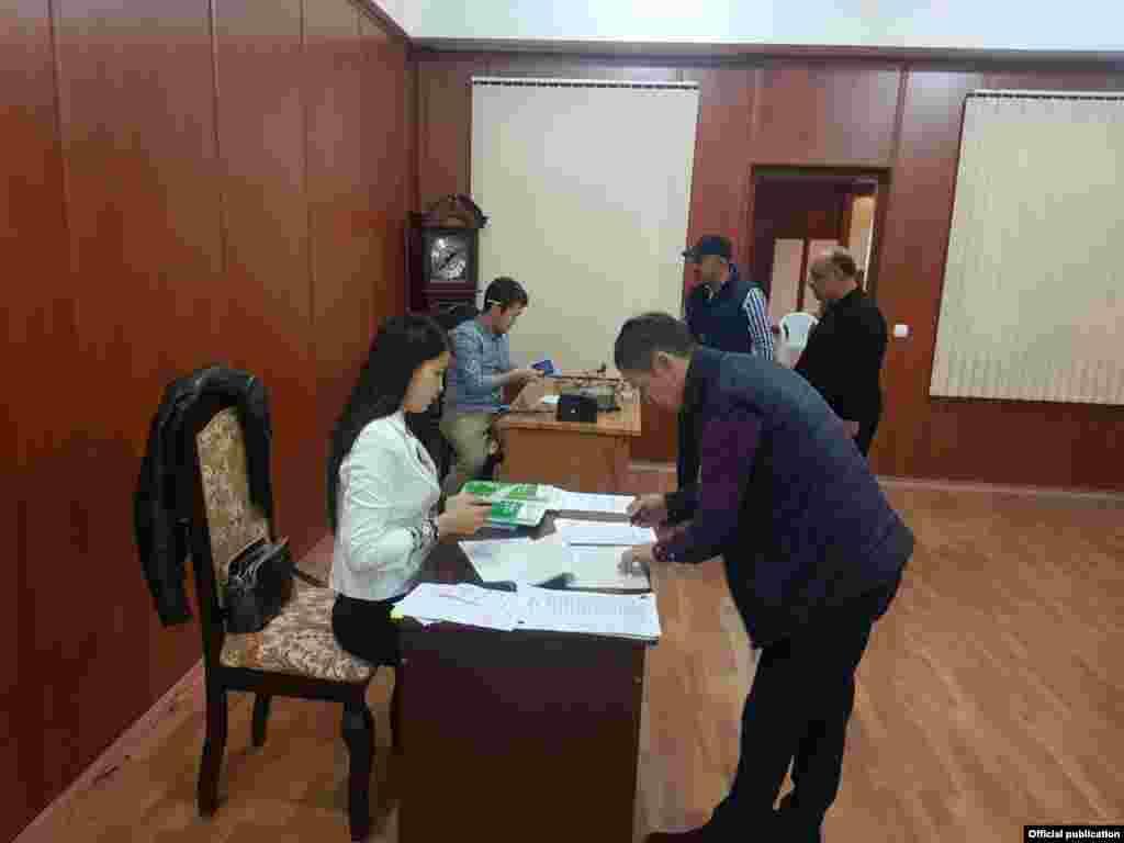 Избирательный участок в столице Азербайджана - Баку