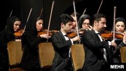 Тегеранский симфонический оркестр на музыкальном фестивале «Фаджр». 14 февраля 2012 года.
