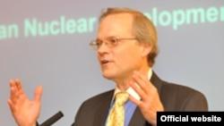 مارک فيتزپاتريک، مدير برنامه خلع سلاح در انستيتوی بينالمللی مطالعات استراتژيک در لندن
