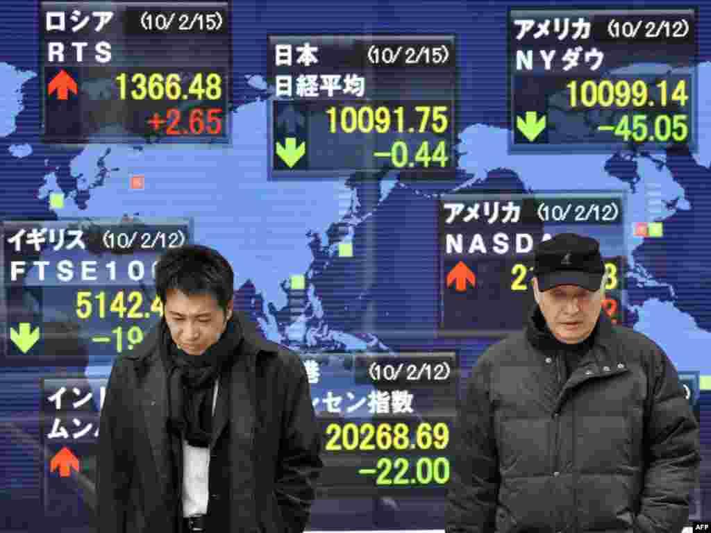 Японія, Токіё: мінакі на фоне вынікаў такійскай біржы