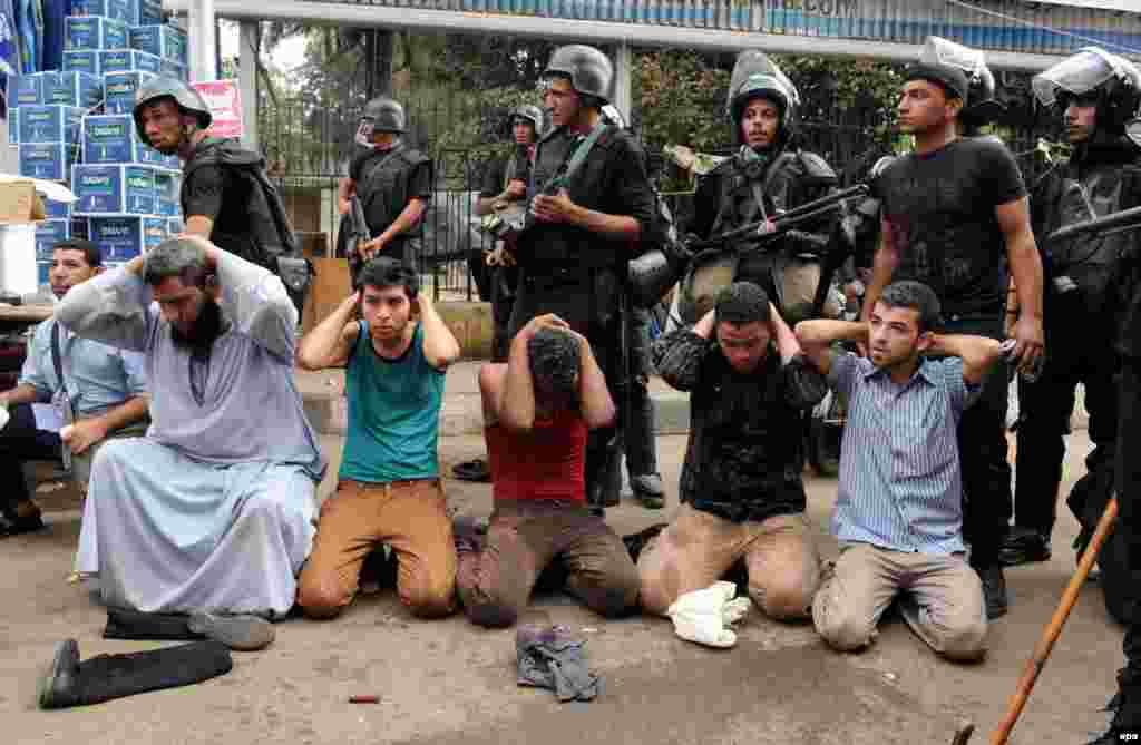 Затримані прихильники поваленого президента Мухаммада Мурсі, які організували акції протесту з вимогою його повернення до влади