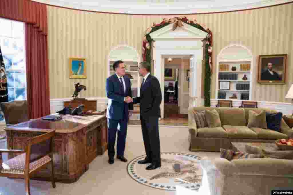 U.S. President Barack Obama and former Massachusetts Governor Mitt Romney talk in the Oval Office following their lunch on November 29. Obama defeated Romney in the November 6 presidential election in the United States. (WHITE HOUSE PHOTO/Pete Souza)