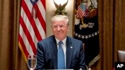 دونالد ترامپ میگوید: «چینیها خواستند و ما هم انجام دادیم».