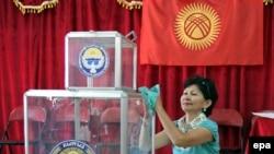 Учурда Кыргызстанда добуш берүүчүлөрдүн тизмеси такталууда.