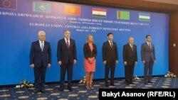Глава внешней политики ЕС Федерика Могерини и министр иностранных дел бывших советских центральноазиатских республик на форуме «Европейский союз — Центральная Азия». Бишкек, 7 июля 2019 года.
