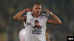 Lokomotiv Moscow's Dmitry Tarasov wearing a T-shirt depicting Russian President Vladimir Putin leaves the pitch after the match at Sukru Saracoglu Stadium in Istanbul on February 16.