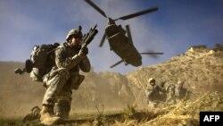 Ауғанстандағы америкалық әскерилер (Көрнекі сурет).