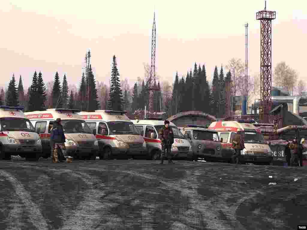"""Спасательная операция на шахте """"Ульяновская"""" в Кемеровской области, 19 марта 2007"""