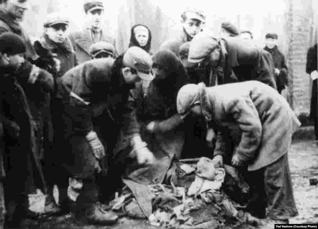 Jews deal with smuggled merchandise.