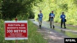 Спеціалісти з гуманітарного розмінування працюють на Донбасі