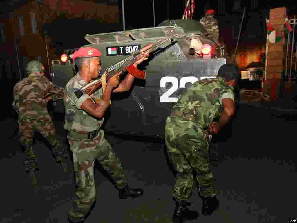 Мадагаскар: армия перешла на сторону оппозиции и взяла президентский дворец