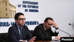 Արդարադատության նախարար Ռուստամ Բադասյանը (ձ) և Առողջապահության նախարար Արսեն Թորոսյանը։