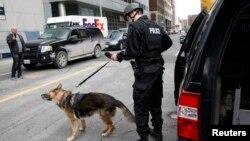 Ит жетектеген канадалық полиция қызметкері. (Көрнекі сурет.)