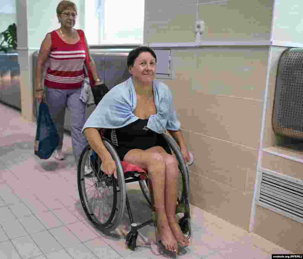 Натальля Шавель. Зь дзяцінства займалася плаваньнем. У 23 гады трапіла ў ДТЗ, моцна пашкодзіла хрыбетнік.