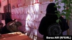 في احد مراكز الاقتراع في بغداد
