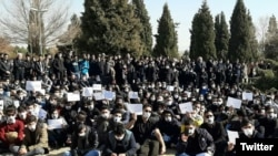 Students at Isfahan Industrial University protesting on January 15, 2020. Image from Twitter.