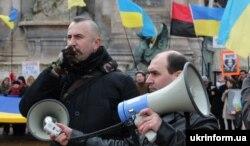 Василь Сліпак на акції щодо підтримки України, Париж, 28 лютого 2016 року