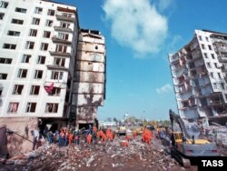 The site of an explosion that destroyed an apartment block on Moscow's Guryanov Street in September 1999.