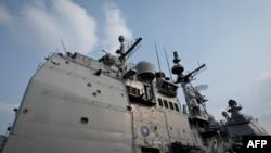 Crucișătorul USS Vicksburg ancorat în portul Constanța în 2015