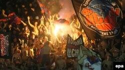 Российские болельщики на матче Лиги Чемпионов в игре ЦСКА против «Манчестер Сити». Москва, 23 октября 2013 года.