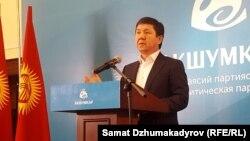 """""""Ак шумкар"""" саясий партиясынын лидери Темир Сариев."""