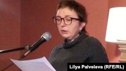 Поэт Елена Фанайлова - о мире и мифах стихосложения